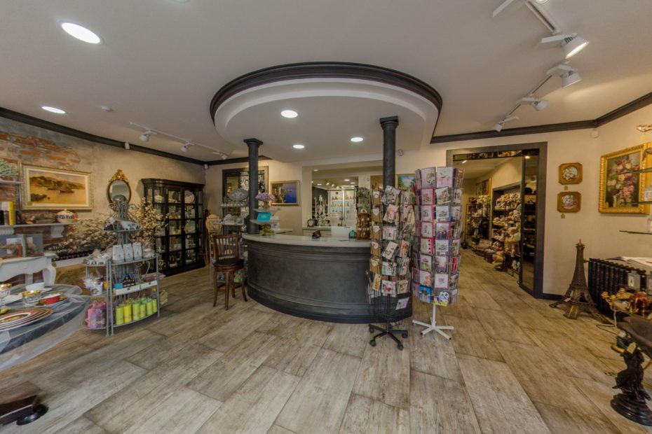 Virtual Tour of the Gift Store in Kaliningrad, Russia.