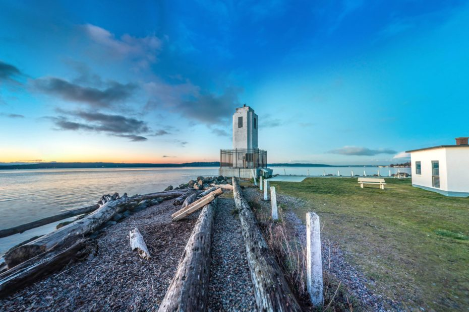 360° Photos & Virtual Tour of Browns Point Lighthouse. The Browns Point Lighthouse is a lighthouse located near Tacoma on Browns Point at the east entrance to Puget Sound's Commencement Bay, Pierce County, Washington.